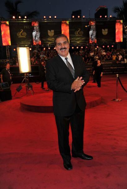 Otro galán y presidente, Fernando Fiore muy elegante como siempre.