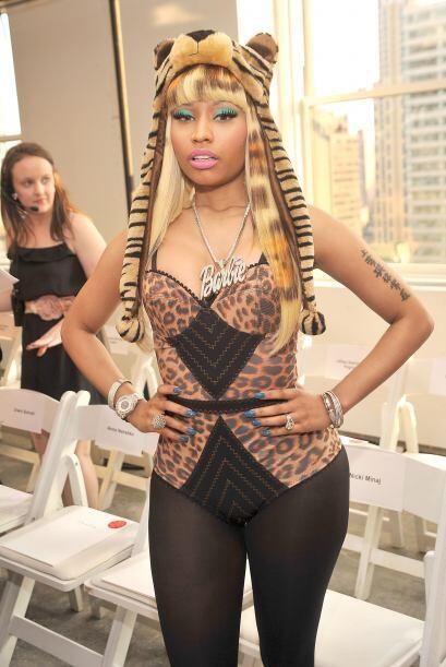 """Aunque su estilo no nos guste, esta mujer es toda una """"fashionista&..."""