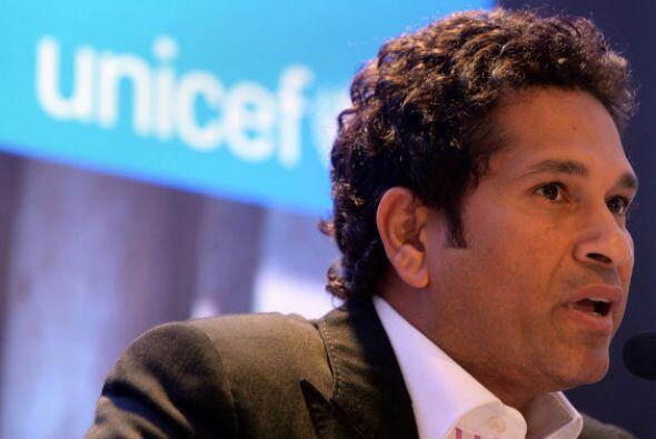 En el quinto sitio se ubicó el exugador de cricket Sachin Tendulk...