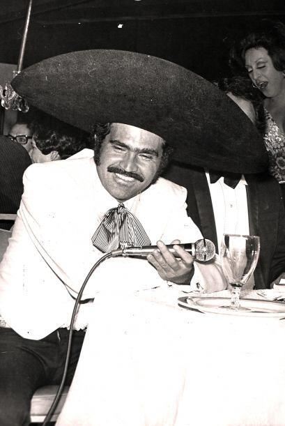Durante su ascenso, el Charro de Huentitán tuvo que cantar en restaurant...