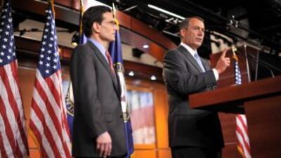 Los republicanos Eric Cantor y John Boehner lideran la 'movida' contra l...