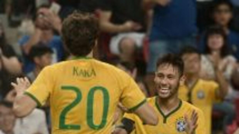 Neymar anotó su tercero luego de un poste de Kaká.