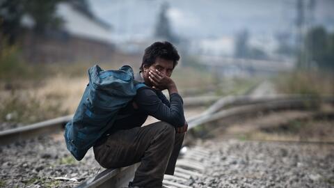 Un inmigrante centroamericano que participa en la Caravana de Migrantes...