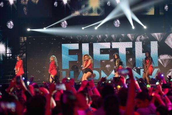 Las chicas de Fifth Harmony interpretaron su súper éxito 'Worth it'.