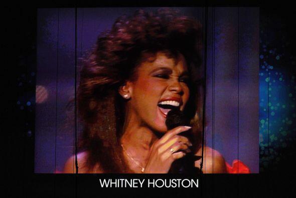 9- Whitney Houston.  La muerte de la cantante en la cima de su carrera s...