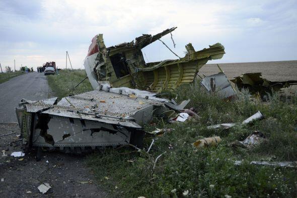 Los restos de la aeronave estaban dispersos alrededor de un área...