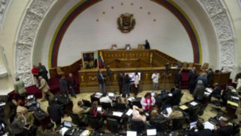 Parlamento autoriza a Chávez tomar todo tiempo que necesite para recuper...