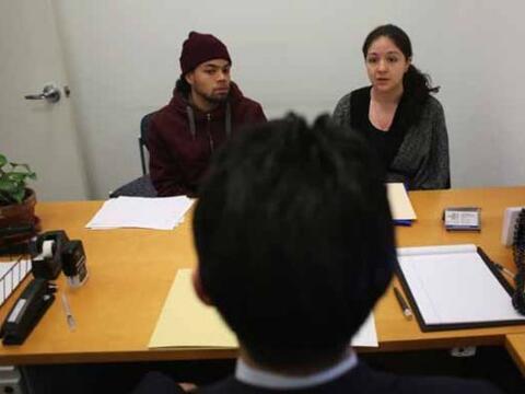 Antes de buscar ayuda con un notario o un abogado de inmigración,...