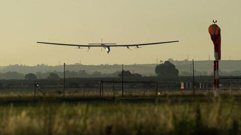 Así llegó el Solar Impulse II a España luego de cruzar el Océano Atlántico