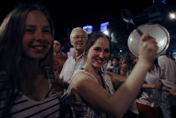 En las últimas dos noches en Venezuela, las cacerolas han sonado fuerte...