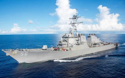Imagen del buque USS John S. McCain, del que diez marineros desaparecier...