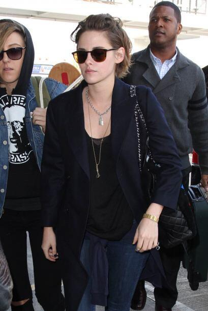 La actriz y su amiga llegaron al aeropuerto de Los Ángeles y sin importa...