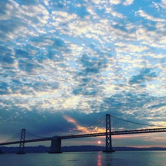 El cielo del área de la bahía fue compartido por decenas de usuarios de...