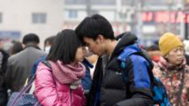 En China los jóvenes rentan pareja para presentarla a su familia.