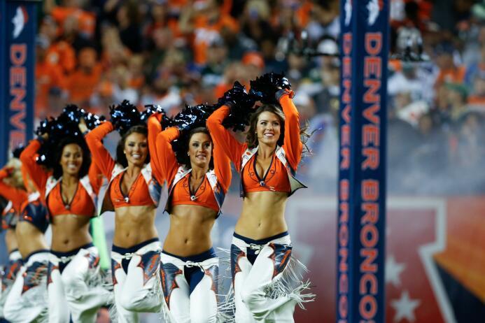 Las más bellas siluetas de la NFL las tienen las cheerleaders de los Den...