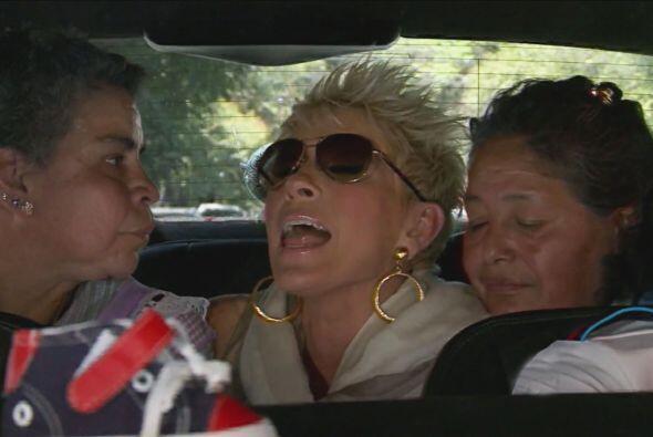 Cuando abordó el automóvil tuvo que compartirlo con la mamá y las tías d...