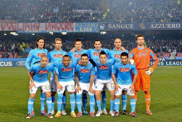Nápoli: De Sanctis; Campagnaro, Cannavaro, Aronica; Maggio, Garga...