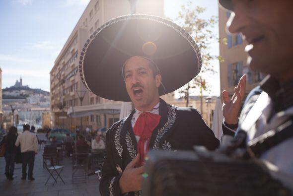 Plaza con vista al Mediterráneo, Marsella. Francia. Nunca pierde la opor...