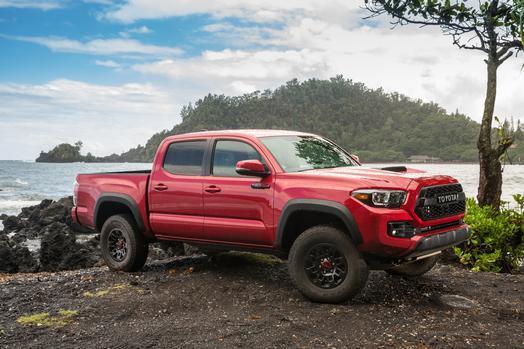 Toyota aporta los dos últimos modelos de la galeria: la primera pick up...