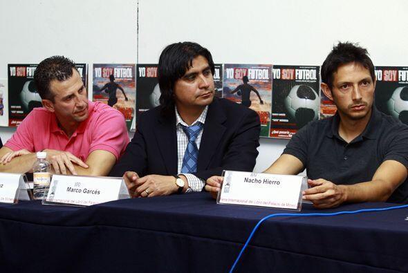 Lo acompañaron en este evento lo ex futbolistas Marco Garcés y Nacho Hie...