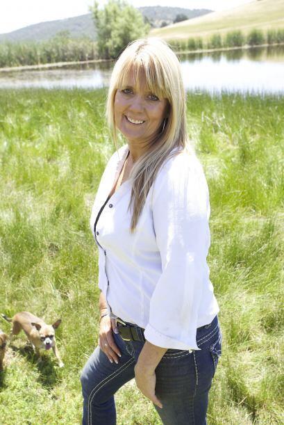 Beth se encarga de cuidarla, la vaca convive con el perro de su due&ntil...