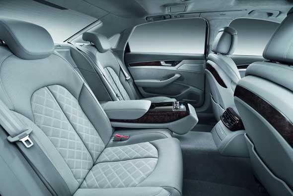 Para mayor confort se tiene la consola y los asientos se pueden equipar...