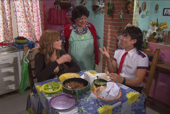 Mientras tanto, El Vítor llevó a la artista a comer los deliciosos tacos...
