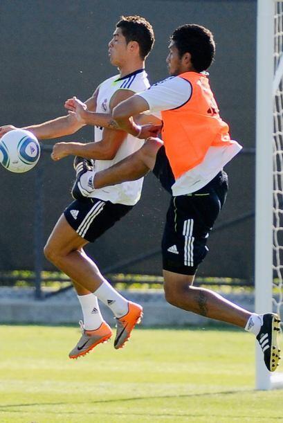 Parece increíble pero Cristiano Ronaldo se ha puesto 'los guantes...