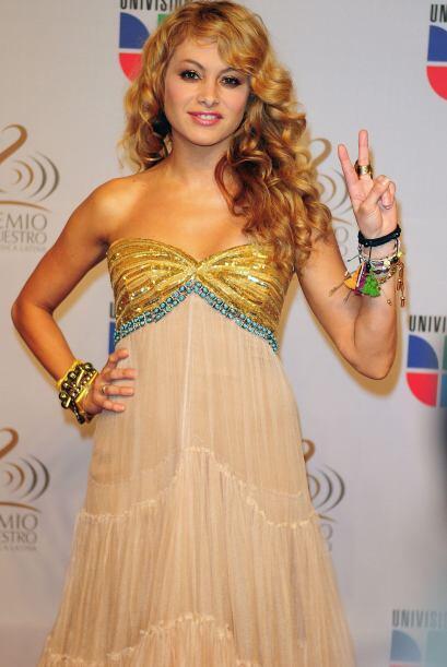 Para otra alfombra de Premio Lo Nuestro, la cantante optó por este exqui...