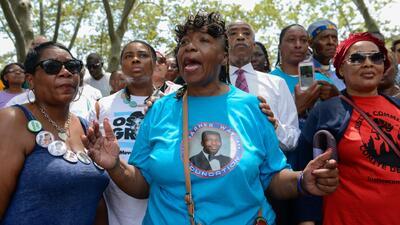 Familiares Eric Garner, joven asesinado en medio de un arresto, exigen justicia a 4 años de los hechos