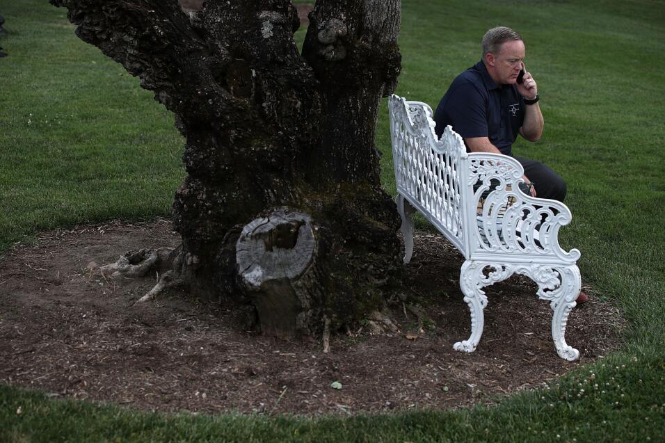 Cinco mentiras que ya son parte del legado de Sean Spicer GettyImages-69...