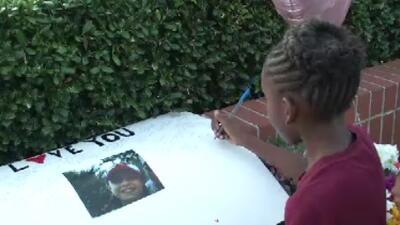 Vigilia recuerda a adolescente hallada sin vida en un basurero de Texas