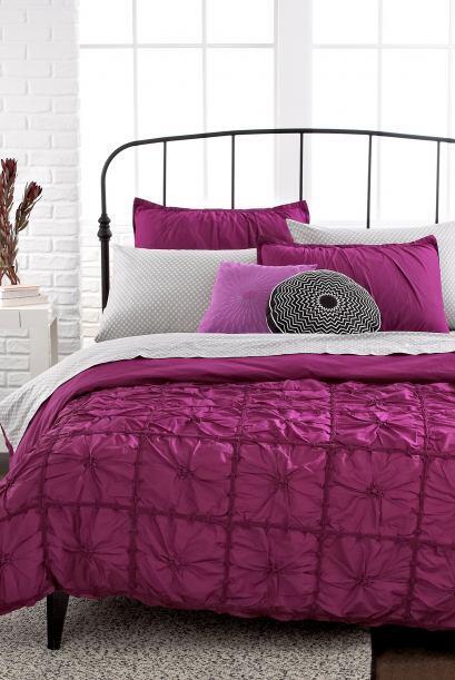 El 'fucsia' es un color muy intenso que va bien en las habitaciones blan...