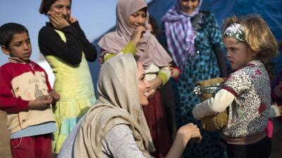 Visita niños refugiados en Líbano