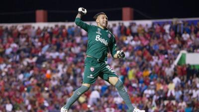 Yosgart Gutiérrez festeja uno de los goles del Necaxa.