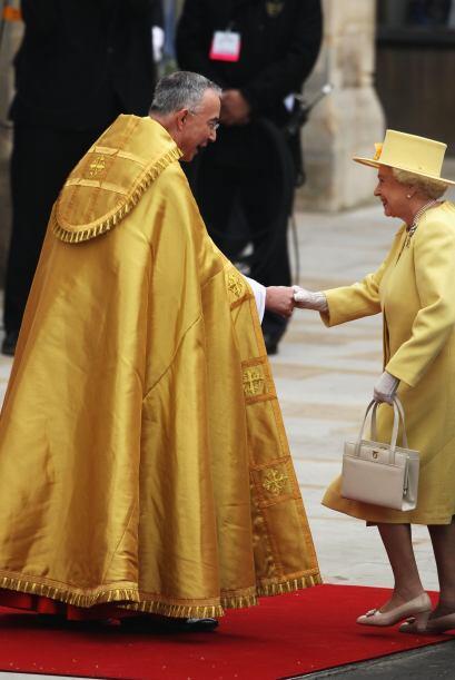 Se especulaba sobre el color del traje de la Reina que se decantó por el...