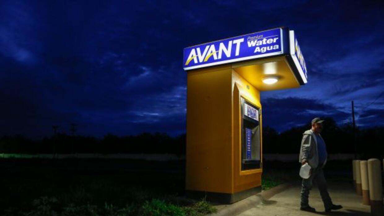 Miles a lo largo de la frontera de Texas aún viven si acceso a agua limp...