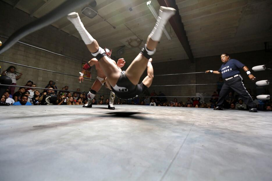 La lucha libre es muy popular en México, pero la afición ha decrecido en...