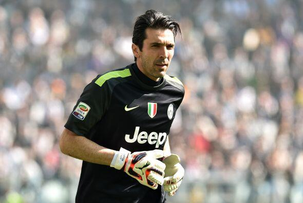 En la novena posición tenemos a un legendario de Italia, el portero Gian...
