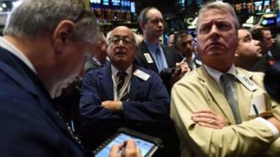 Wall Street vivió hoy su peor jornada en mes y medio arrastrado por las...
