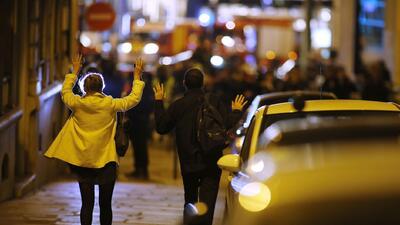 En fotos: Resguardan las calles de París tras un tiroteo que dejó un policía muerto