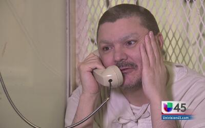 Mujer espera salvar a su hijo de la pena de muerte en Texas