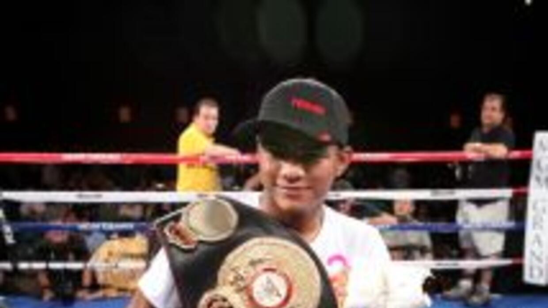 Romá González dejará vacante el cinturón mosca jr. vacante.