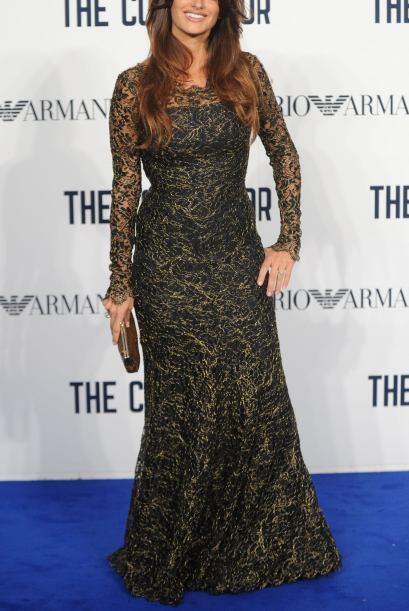 Muchas famosas como Penélope Cruz lo han lucido en vestidos, y han conse...