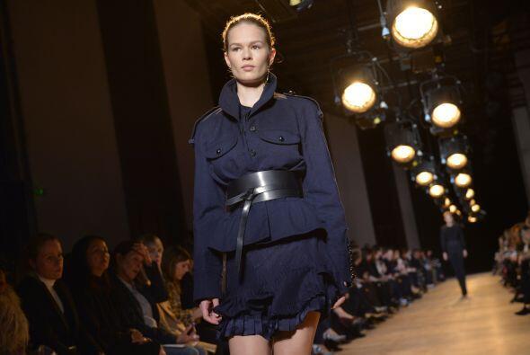 Isabel Marant eligió cinturones de cuero para complementar alguno...