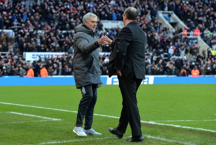 Newcastle sorprende y vence al Manchester United gettyimages-916960012.jpg