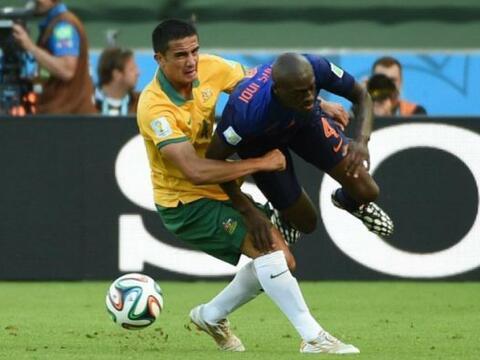 El jugador holandés sufrió una aparatosa caída dura...