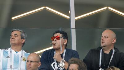 A Maradona no le importó la política de FIFA contra el tabaco en los estadios