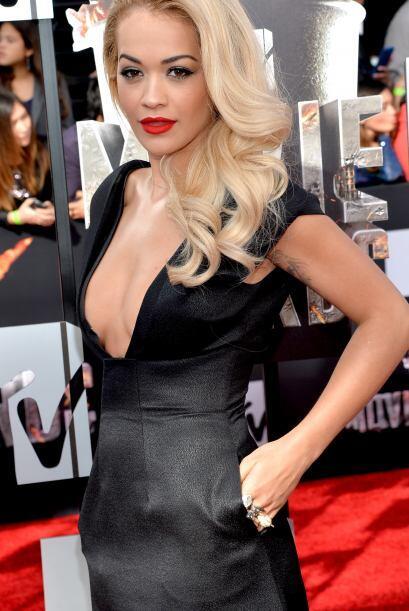 Rita Ora desfiló un poco antes de Rihanna - y no se llevan particularmen...