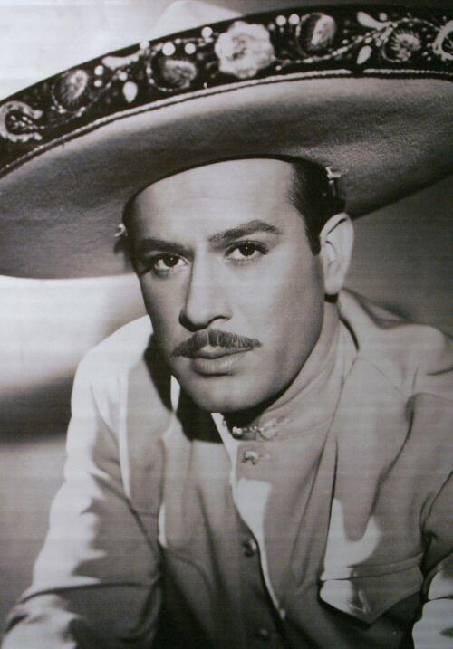 Pedro Infante vestido de charro